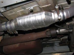 katalysator onder de auto